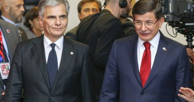 Austrian Chancellor Werner Faymann (L), Turkish Prime Minister Ahmet Davutoglu (C) and German Chancellor Angela Merkel (R) talk before a group photo at an EU-Turkey summit, in which the EU seeks Turkish help to slow the influx of migrants into southeastern Europe, in Brussels, Belgium November 29, 2015. REUTERS/Yves Herman