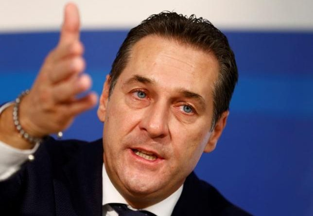Head of the Austrian Freedom Party (FPOe) Heinz-Christian Strache addresses a news conference in Vienna, Austria, November 20, 2015. REUTERS/Heinz-Peter Bader